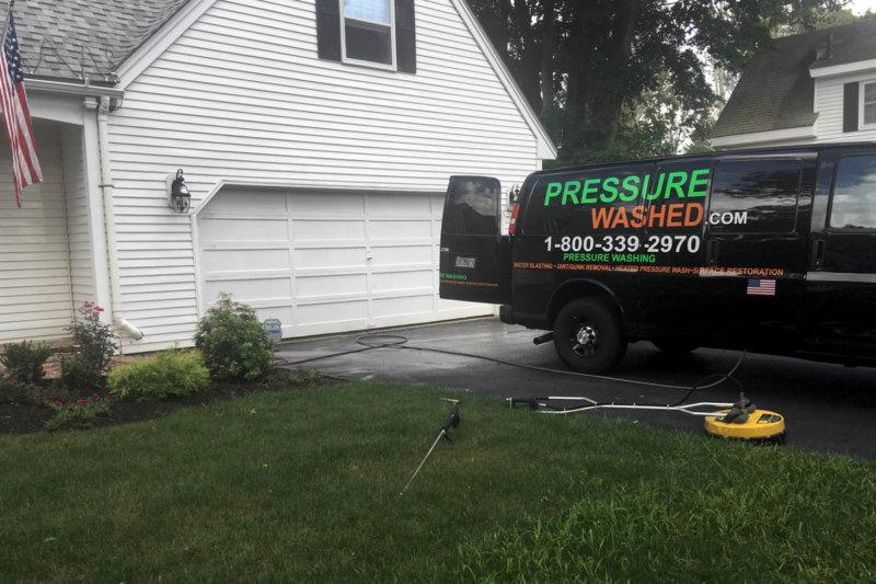 https://pressurewashed.com/wp-content/uploads/2019/04/exterior-house-pressure-wash.jpg